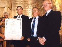From left to right: Avner Shalev, Chairman of the Yad Vashem Directorate (holding certificate), Dr. Yitzchak Arad, former Chairman of the Yad Vashem Directorate, and Eli Zborowski, Chairman of the American Society for Yad Vashem