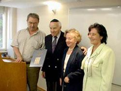 Prof. David Bankier (left), Head of the International Institute for Holocaust Research, presents Frida and David Weisz with a copy of the mahzor. Perla Hazan, Director of Yad Vashem's Latin-American Desk, is on the right
