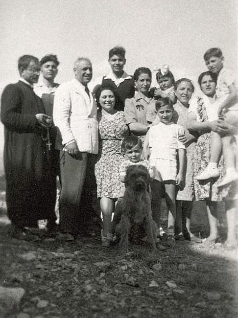 Don Tantalo with the Pacifici and Orvieto families (before the war)