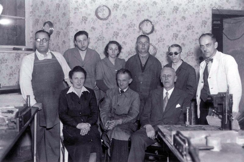Weidt with the people in his workshop