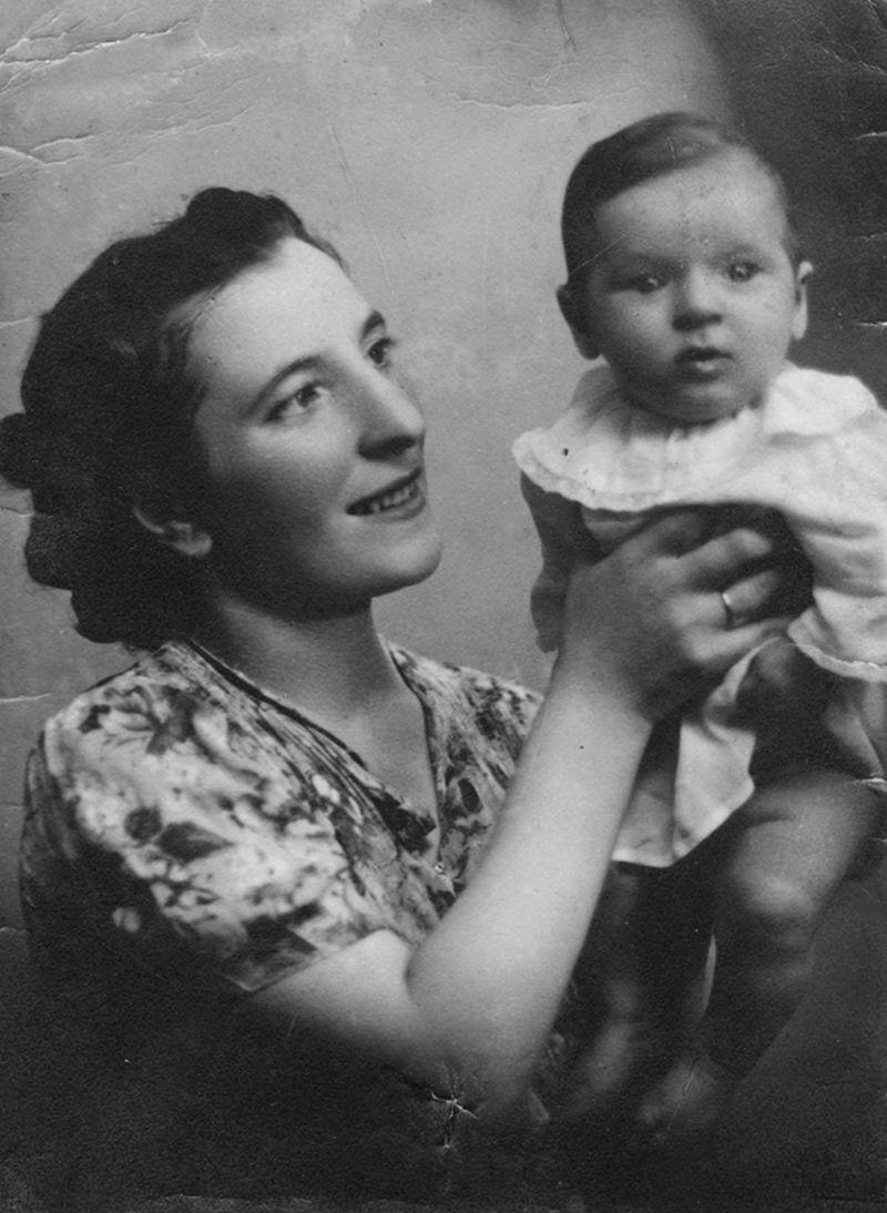 Betty Scharf and her son Simcha-Bunem, aged 3 months. Iași, Romania, 1941 Betty, her husband Yehezkel and their 3-year-old son Simcha-Bunem survived the war but were killed in a road accident in Iași in 1944.