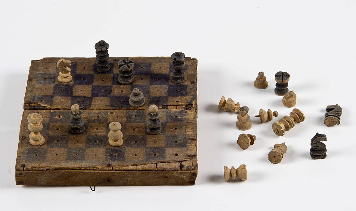 Chess game that Julius Druckman carved in Transnistria