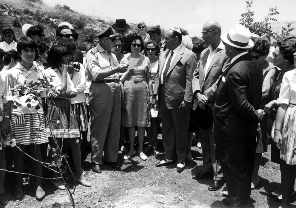 Clara (center) guiding Ezio Giorgetti, a Righteous Among the Nations from Italy who saved 80 Jews