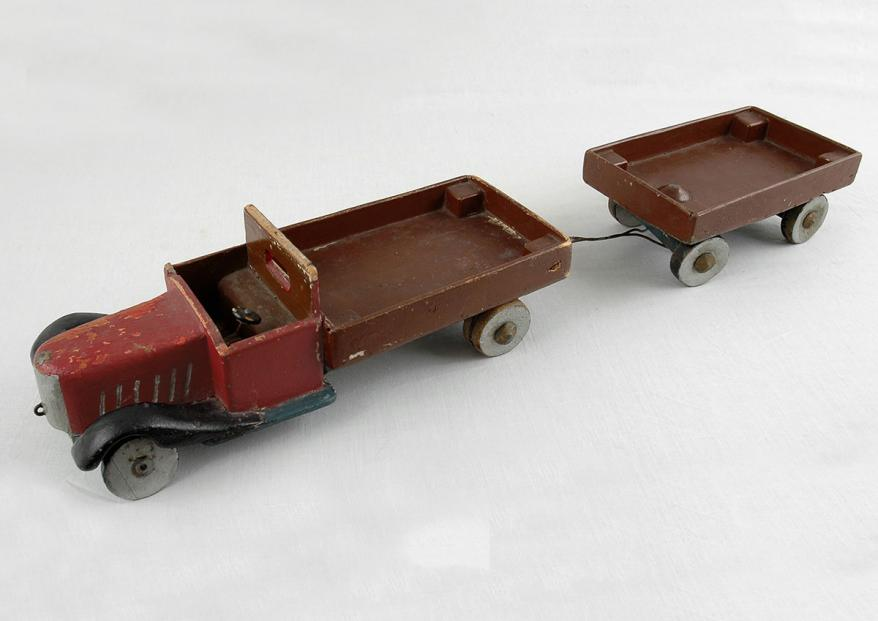 """Wooden toy that 17-year-old Joachim-Max de Jonge crafted while in hiding with his family. It is now on display in the """"No Child's Play"""" exhibition at Yad Vashem"""