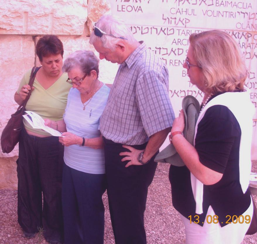 Erna Adorian (née Isser) and family, and Talma Ofel, at Yad Vashem
