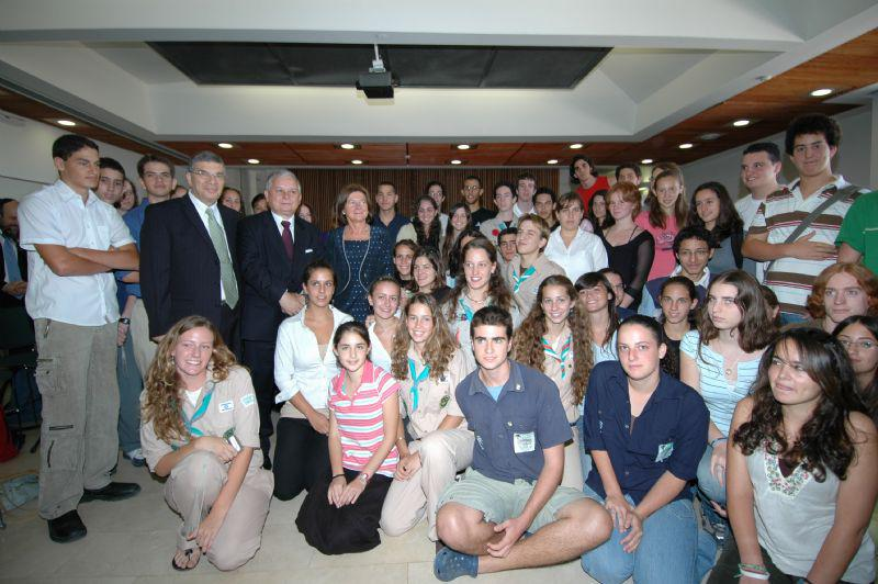 President Kaczynski and Avner Shalev photographed together with the schoolchildren and youth movement members who recently visited Poland