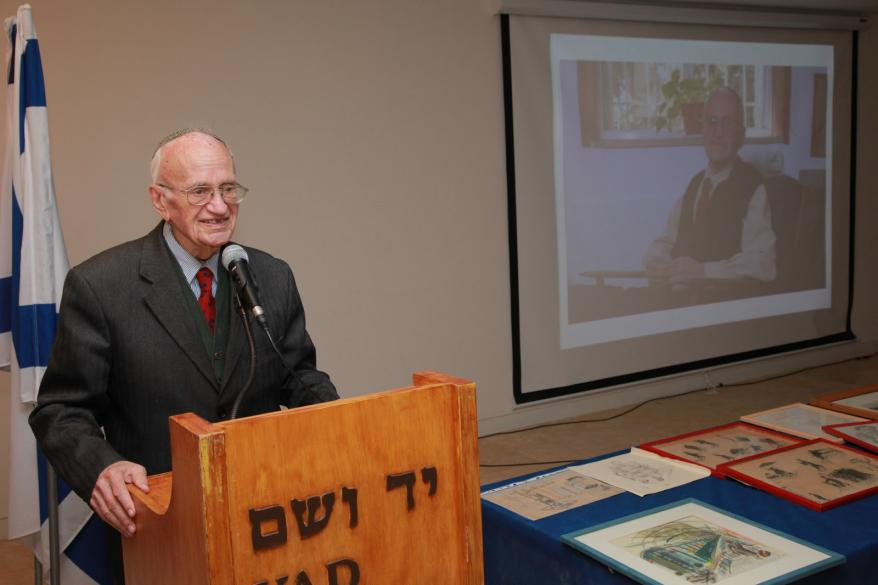 Holocaust survivor and artist Ernest (Ernie) Meyer addresses family and friends during the donation ceremony