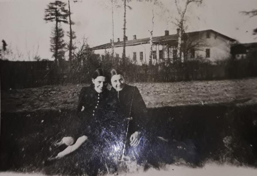 Genia Sznajder (on the right) photographed here before the war