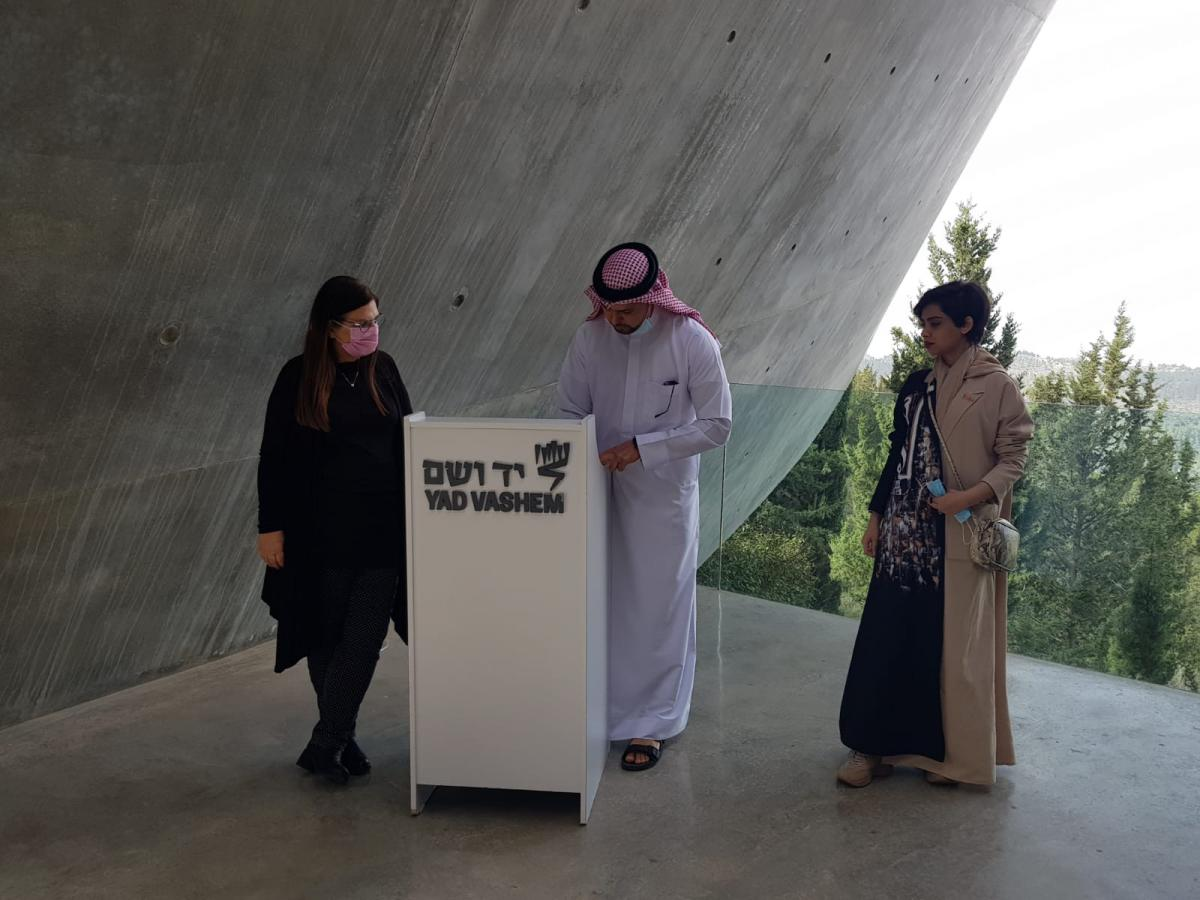 Yad Vashem Director General Dorit Novak with members of the delegation from the United Arab Emirates and Bahrain signing the Yad Vashem Guestbook