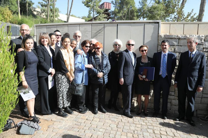 Dr. Rampleberg, Serge and Stefan Goldberg  with extended family members and the American  Ambassador to Israel, Ron Dermer and Belgium Ambassador  to Israel Olivier Belle