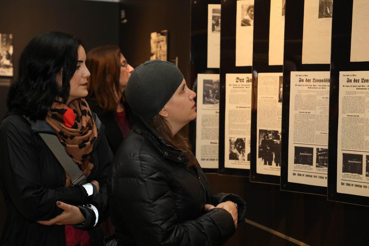 The manipulation of photographs in Nazi newspapers to serve its racist ideology is analyzed in the exhibition