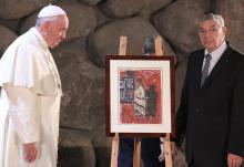 Presentation of gift from Avner Shalev to Pope Francis