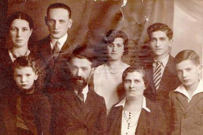 Pre-war family photograph of the Korenblum family of Warsaw. Pictured: (center) Tuvia and Bracha Korenblum and their children Yaakov, Nahum, Chinke-Chele and Topche(Tova), with her husband Julek (Yisrael) Eckshteiyn and son Dovid
