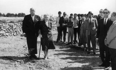 Jean Deaffaugt planting a tree at Yad Vashem