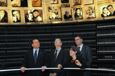 Italian Prime Minister Silvio Berlusconi in the Hall of Names. From the right: Education Minister Gideon Sa'ar, Dr. Iael Nidam-Orvieto, Chairman of the Yad Vashem Directorate Avner Shalev, and Berlusconi