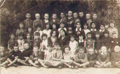 A group of Jewish children with their teachers, Jedwabne, 1938
