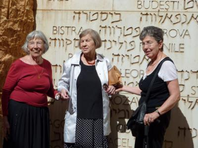 Zer-Prince families reunite, Yad Vashem, October 2009
