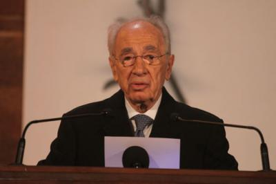 President Shimon Peres gives his address at the opening ceremony of Holocaust Martyrs' and Heroes' Remembrance Day