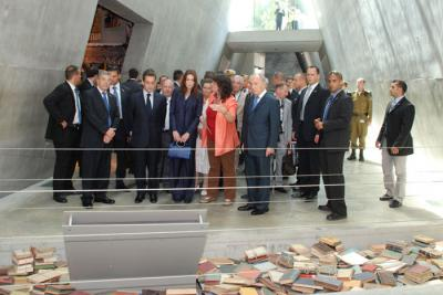Director of the Righteous Among the Nations Department Irena Steinfeldt describes an exhibit in the Holocaust History Museum to French President Nicolas Sarkozy and his wife Carla Bruni
