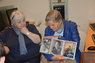 Shalhevet Sara Ziv showing Tatiana Zuckerman a photograph of her mother (March 2015)