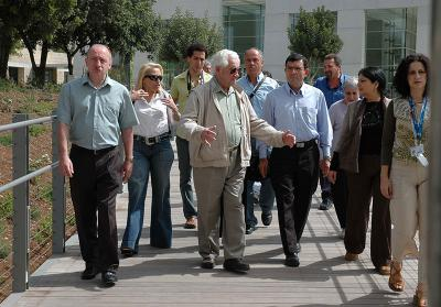 Shimon Srebernik with family members before the opening of the Holocaust History Museum at Yad Vashem, March 2005