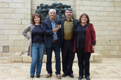 Cousins Dorit Korenblum, Rafi Korenblum, Gennadiy Koramblyum, Bracha Fleischman pictured in Janusz Korczak Square at Yad Vashem