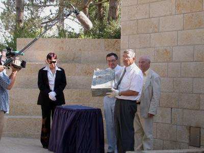 Ceremony marking the loan of the container to Yad Vashem