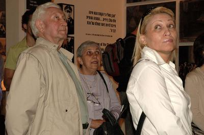 Shimon Srebernik with his wife, viewing his video testimony in the Holocaust History Museum, March 2005