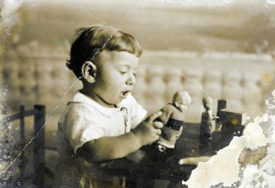 Harry (Shaul) Lang, the son of Rosa and Shmuel Lang, who was born in Eretz Israel, 11/10/1927