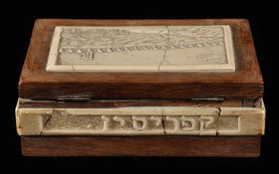 The jewelrybox that Jacob Ferstenberg made for his wife Devorah when they were interned in Cyprus