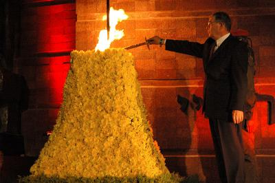 Avner Shalev, Chairman of the Yad Vashem Directorate, kindles the Memorial Torch