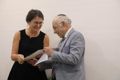 International Research Institute Prof. Dan Michman presents Joanna Tokarska-Bakir with her prize certificate