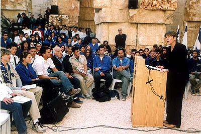 Minister of Education, Culture, and Sport Limor Livnat speaks at the ceremony for youth movements in Yad Vashem's Valley of the Communities