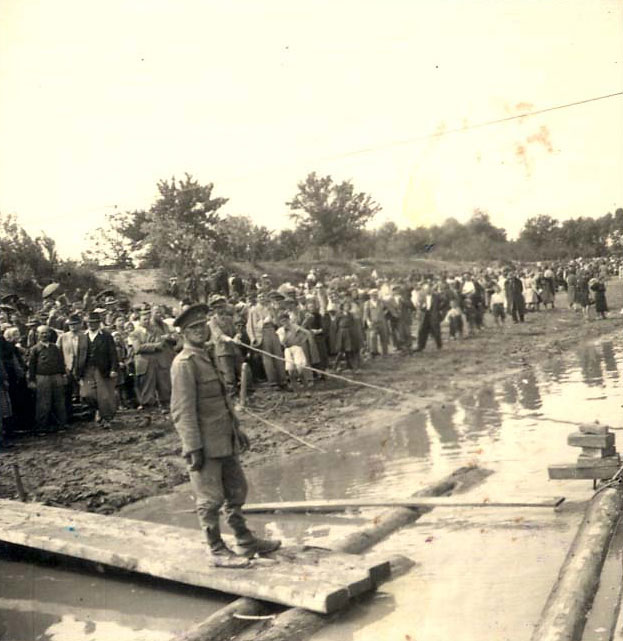 Moghilev Podolski, Ukraine, Jews waiting for a raft to transfer them to Transnistria during the deportation, June 10, 1942