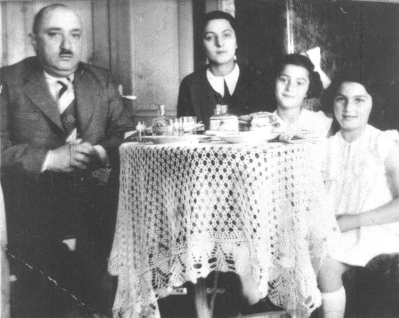 A Jewish Community in the Carpathian Mountains- The Story of Munkács
