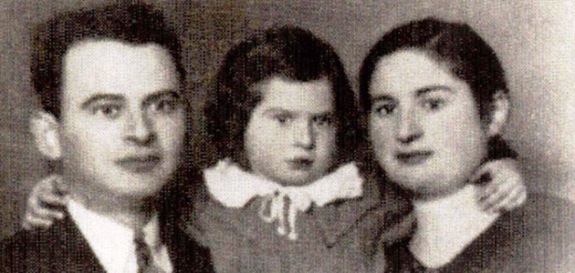 Moshe Nutkiewicz in Piotrków Trybunalski with his wife and daughter, who perished during the Holocaust.