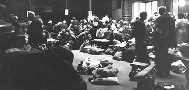 Jews concentrated in the Orthodox synagogue in Wiesbaden, end of August 1942