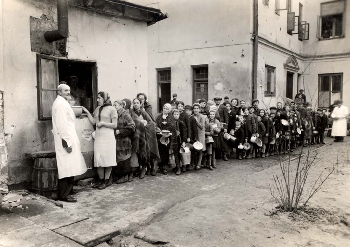 an introduction to the history of the holocaust during the world war two Which jewish communities suffered losses during the holocaust  what was  hitler's ultimate goal in launching world war ii  answer: on november 14,  1935, the nazis issued the following definition of a jew: anyone with three  jewish.