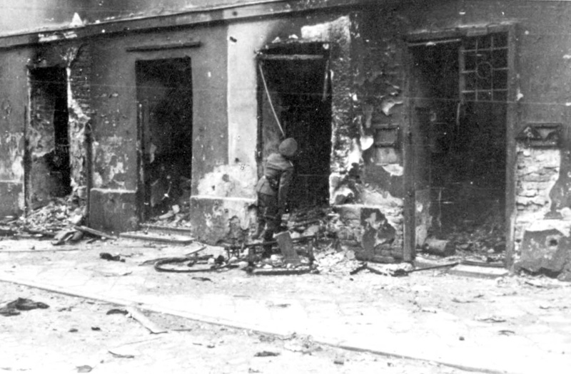 After the Uprising: Life Among the Ruins of the Warsaw Ghetto ...